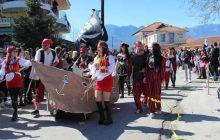 Καρναβάλι Γόμφων: Εντυπωσιακή παρέλαση και με μεγάλη συμμετοχή καρναβαλιστών