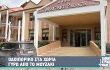 Ο Νίκος Μάνεσης στο Μουζάκι και στο χωριό των ΦΛΙΝΤΣΤΟΟΥΝΣ!