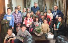 Οι μαθητές της Δρακότρυπας στο Δημαρχείο Μουζακίου