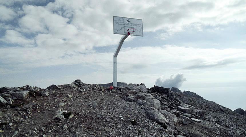 Η Nike έβαλε μπασκέτα στην κορυφή του Ολύμπου για χάρη του Γιάννη Αντετοκούνμπο