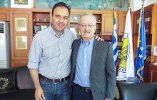 Ο κορυφαίος τρικαλινός επιστήμονας Κ. Μπαλάνης στον Δήμαρχο Τρικκαίων