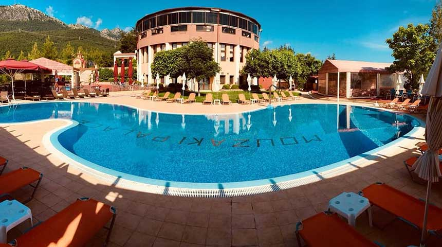 Καλοκαίρι στην Πισίνα του Mouzaki Palace!