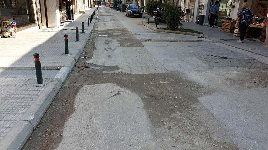 Κλείνουν οι τομές του οδοστρώματος στη κεντρική οδό του Μουζακίου