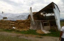 Στα αγροκτήματα που χτυπήθηκαν από την κακοκαιρία ο Βασίλης Τσιάκος