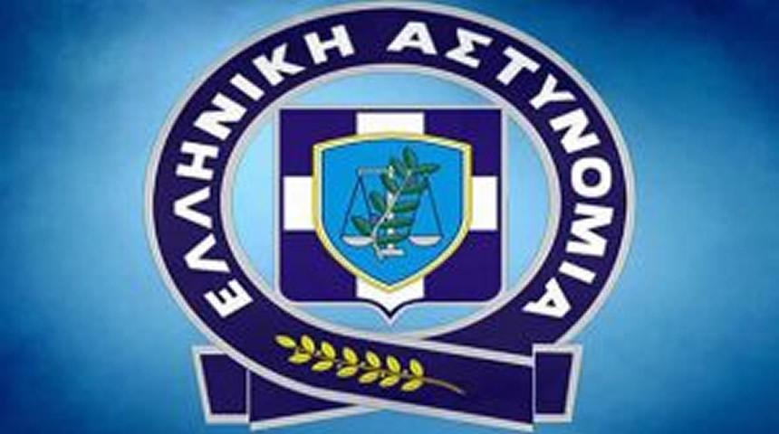 Διανομή ενημερωτικών φυλλαδίων κυκλοφοριακού περιεχομένου σε μαθητές από αστυνομικούς σε σχολεία της Θεσσαλίας