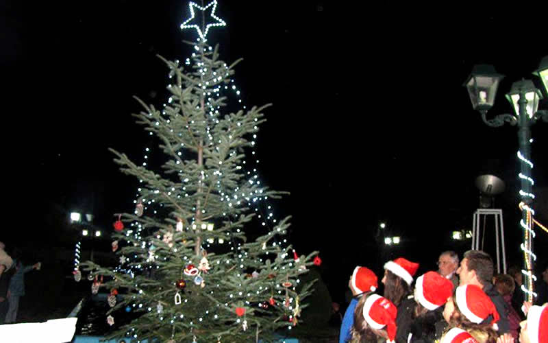 Άναψε το Χριστουγεννιάτικο Δέντρο στο Αγναντερό
