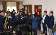 Χριστουγεννιάτικα κάλαντα στο Δήμαρχο Μουζακίου κ. Φάνη Στάθη από τη Φιλαρμονική του Δήμου