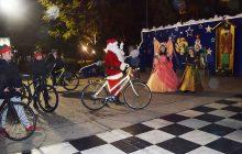 Ο Αη Βασίλης στην Καρδίτσα......με ποδήλατο!