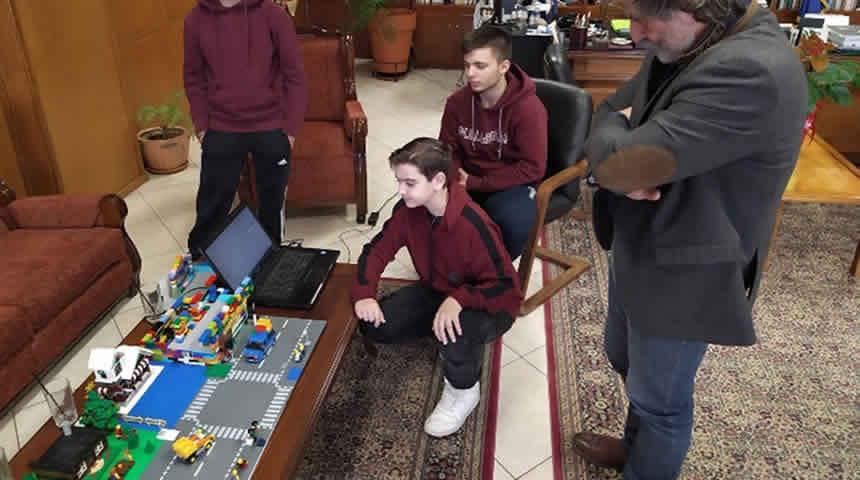 Παρουσίαση καινοτόμου ιδέας της ομάδας Ρομποτικής του ΑΚΕΘ σε μαθητές του 7ου Γυμνάσιου Τρικάλων