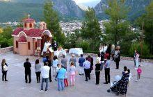 Εσπερινός στο εκκλησάκι του Αγίου Κωνσταντίνου στο Mouzaki Palace