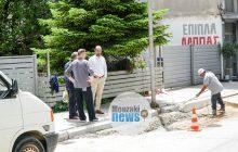 Με επίβλεψη του Δημάρχου κ. Φάνη Στάθη οι παρεμβάσεις σε τμήματα πεζοδρομίων στο Μουζάκι