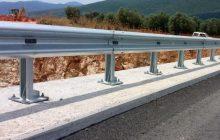 Ενισχύει την σήμανση και αντικαθιστά στηθαία ασφαλείας στο οδικό δίκτυο της Π.Ε. Καρδίτσας η Περιφέρεια Θεσσαλίας