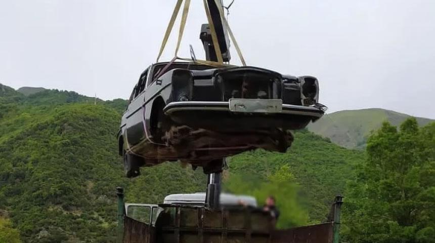 Απομακρύνουν τα παλιά αυτοκίνητα απ' τα χωριά της Αργιθέας (φώτο)