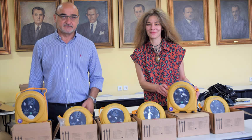 Εγκαθίστανται έξι απινιδωτές στο κέντρο της Καρδίτσας