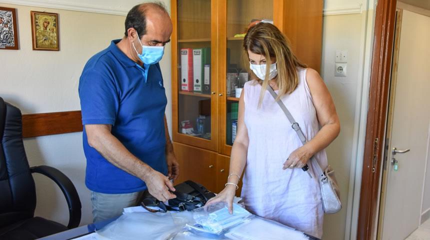 Μάσκες και θερμόμετρα διένειμε σε όλα τα σχολεία ο Δήμος Μουζακίου