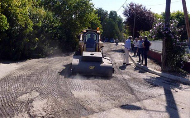 Αυτοψία του Δημάρχου Σοφάδων Θάνου Σκάρλου στα έργα ασφαλτόστρωσης στην Κυψέλη