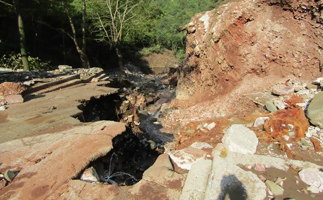 Τη με ασφαλή τρόπο αποκατάσταση του καταστραφέντος από τον «Ιανό» οδικού άξονα Μουζάκι – μοναστήρι Αγίας Τριάδας Οξυάς ζητούν κάτοικοι της Οξυάς
