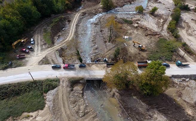 Αποκαθίστανται οι ζημιές στη γέφυρα στα Καλύβια Πεζούλας