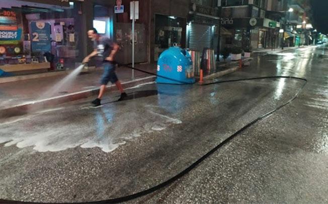 ΔΗΜΟΣ ΚΑΡΔΙΤΣΑΣ: Από τα μεσάνυχτα μέχρι το πρωί πλύσιμο δρόμων και πλατειών στο κέντρο της Καρδίτσας