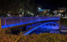 Μπλε χρώμα στην κεντρική πεζογέφυρα στα Τρίκαλα – Μήνυμα κατά του διαβήτη