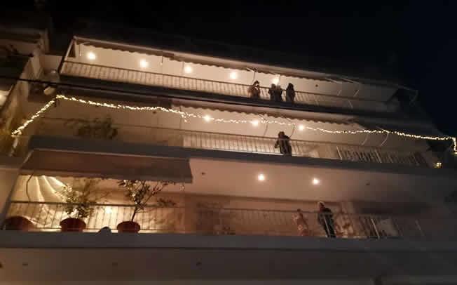 """Εντυπωσίασε το Πανελλήνιο και τον απόδημο Ελληνισμό η """"Άγια Νύχτα' από την οδό Κολοκοτρώνη"""