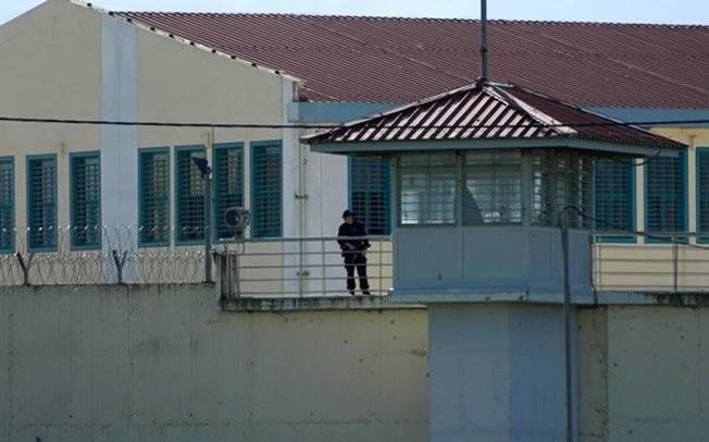 Κρατούμενοι στις φυλακές Τρικάλων έβαλαν φωτιά