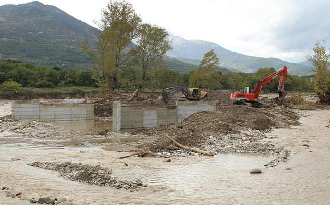 Η Περιφέρεια Θεσσαλίας βελτιώνει την προσβασιμότητα στο δρόμο Μουζάκι προς Πευκόφυτο και καθαιρεί την παλαιά γέφυρα Μπαλάνου
