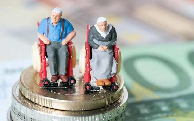 Συντάξεις χηρείας: Κόφτης για συζύγους με διαφορά ηλικίας