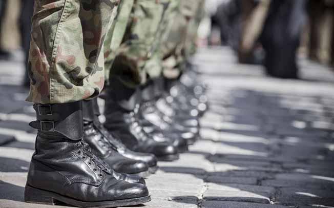 Αύξηση θητείας στο στρατό ξηράς στους 12 μήνες.