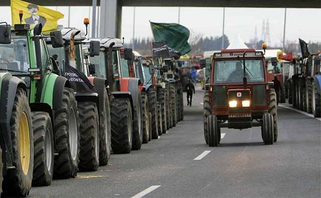 Έτοιμοι για μπλόκα οι αγρότες της Καρδίτσας. Στους δρόμους τα τρακτέρ
