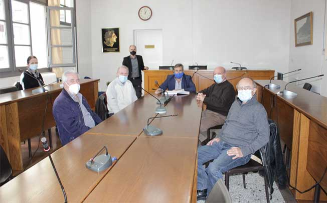 Συνάντηση του Δημάρχου Κωνσταντίνου Μαράβα με στελέχη της Ν.Ε. ΣΥΡΙΖΑ Τρικάλων στο Δημαρχείο Πύλης