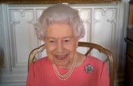 Ιστορική παρέμβαση της βασίλισσας Ελισάβετ για το εμβόλιο κατά του κορωνοϊού