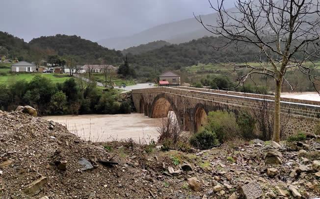 Η αναστηλωμένη Ιστορική Γέφυρα Αυλακίου (Καταφυλλίου) ξανά όρθια στον Αχελώο!