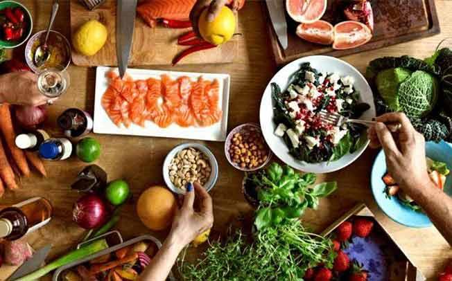 Οι καθημερινές super τροφές που χρειάζεσαι για να βγάλεις τον φετινό χειμώνα