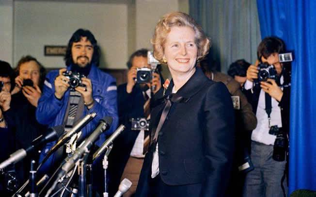 Σαν σήμερα: Η Μάργκαρετ Θάτσερ γίνεται η πρώτη γυναίκα επικεφαλής πολιτικού κόμματος στη Βρετανία